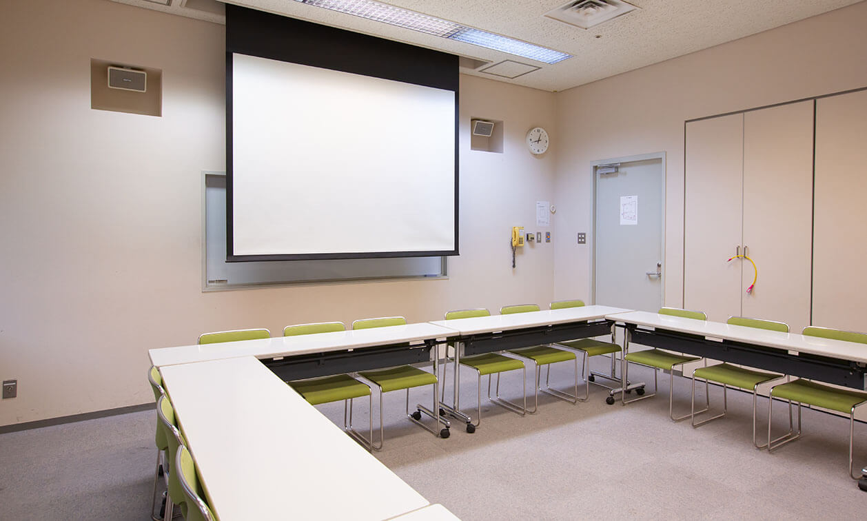 第2会議室プロジェクタースクリーン近辺