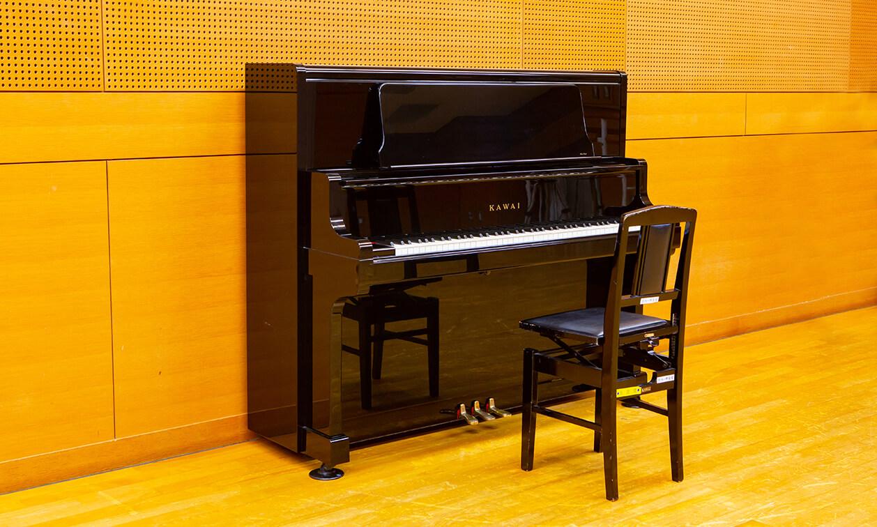 リハーサル室にあるピアノ